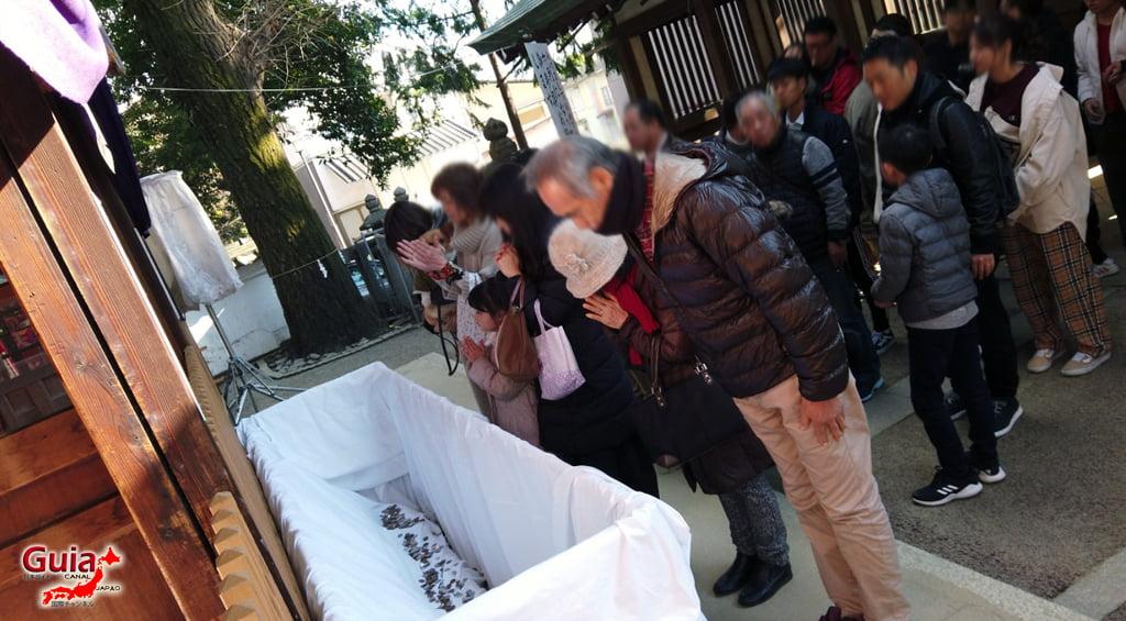 Hatsumode - Primera visita del año al Santuario o Templo 12