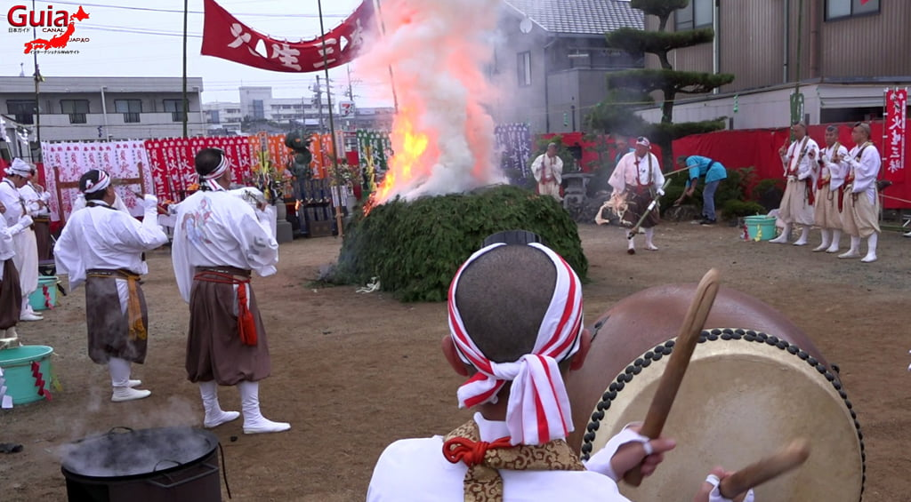 เทศกาล Kashyouzanmai (ไฟศักดิ์สิทธิ์) Toyohashi 27
