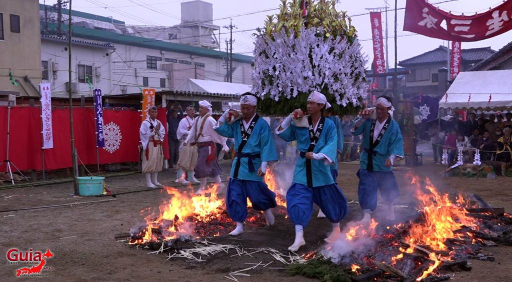 เทศกาล Kashyouzanmai (ไฟศักดิ์สิทธิ์) Toyohashi 32