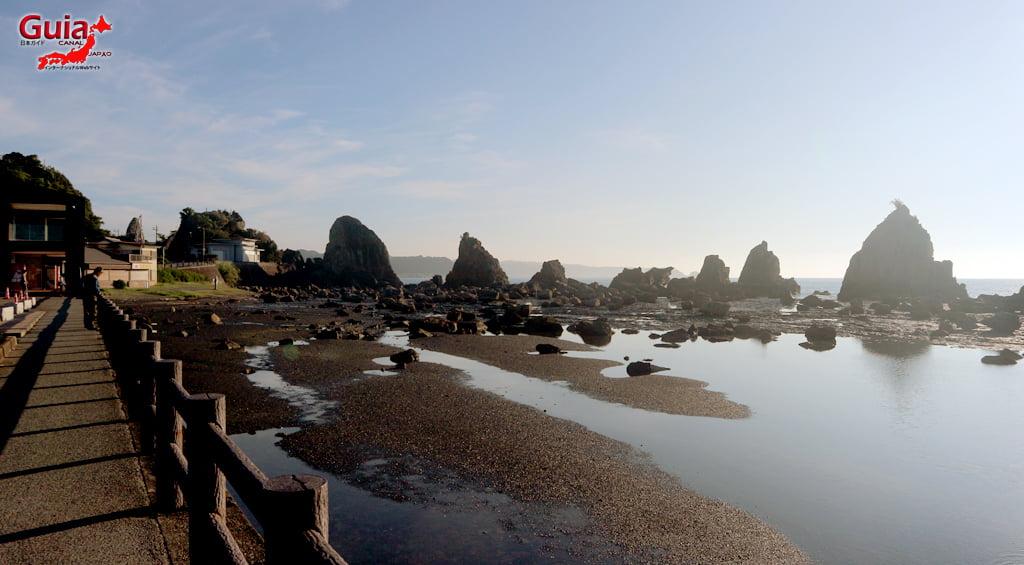 Hashigui-iwa rocks 3