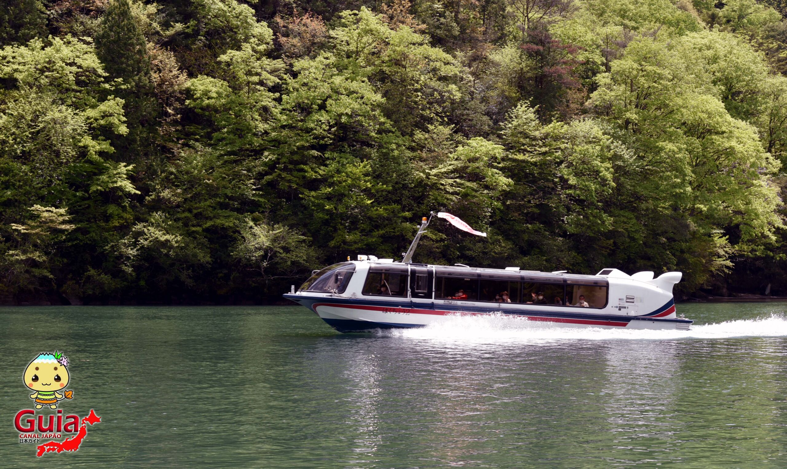 Barco Turístico do Vale Enakyo 11