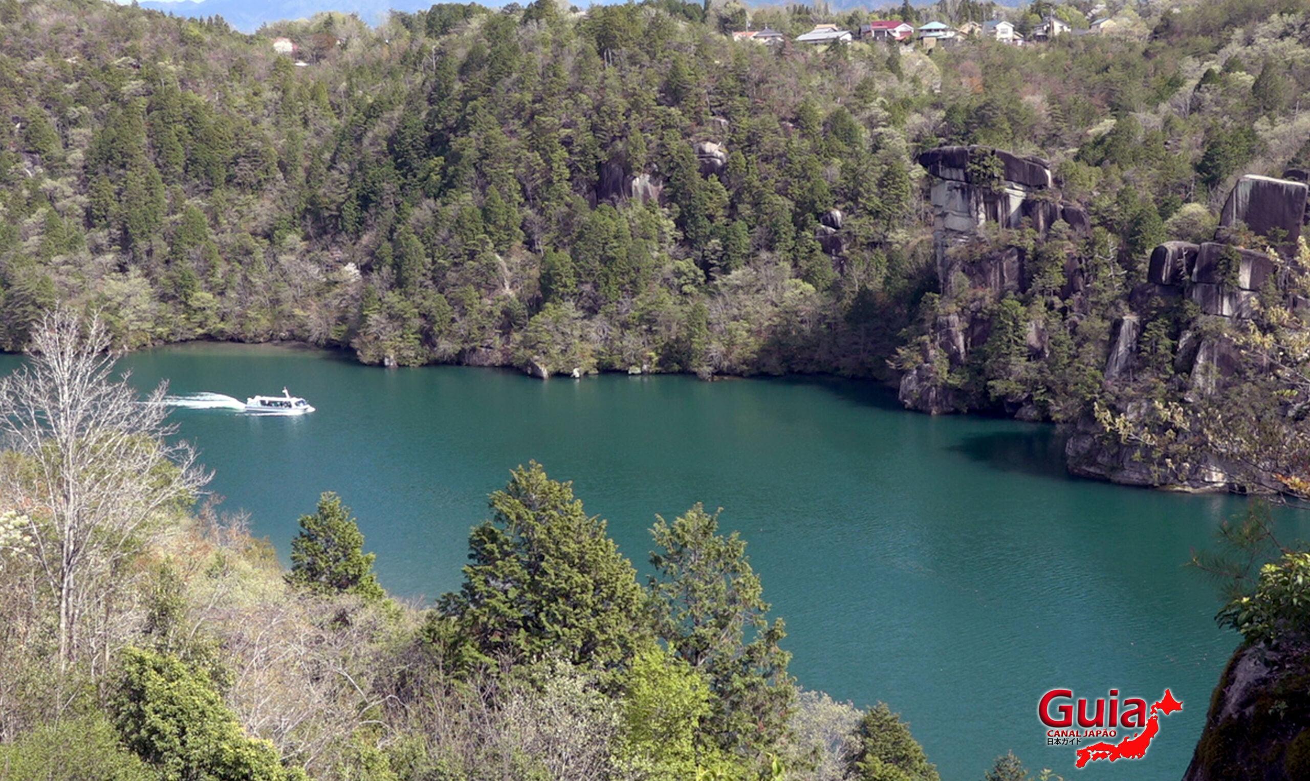 Barco Turístico do Vale Enakyo 15