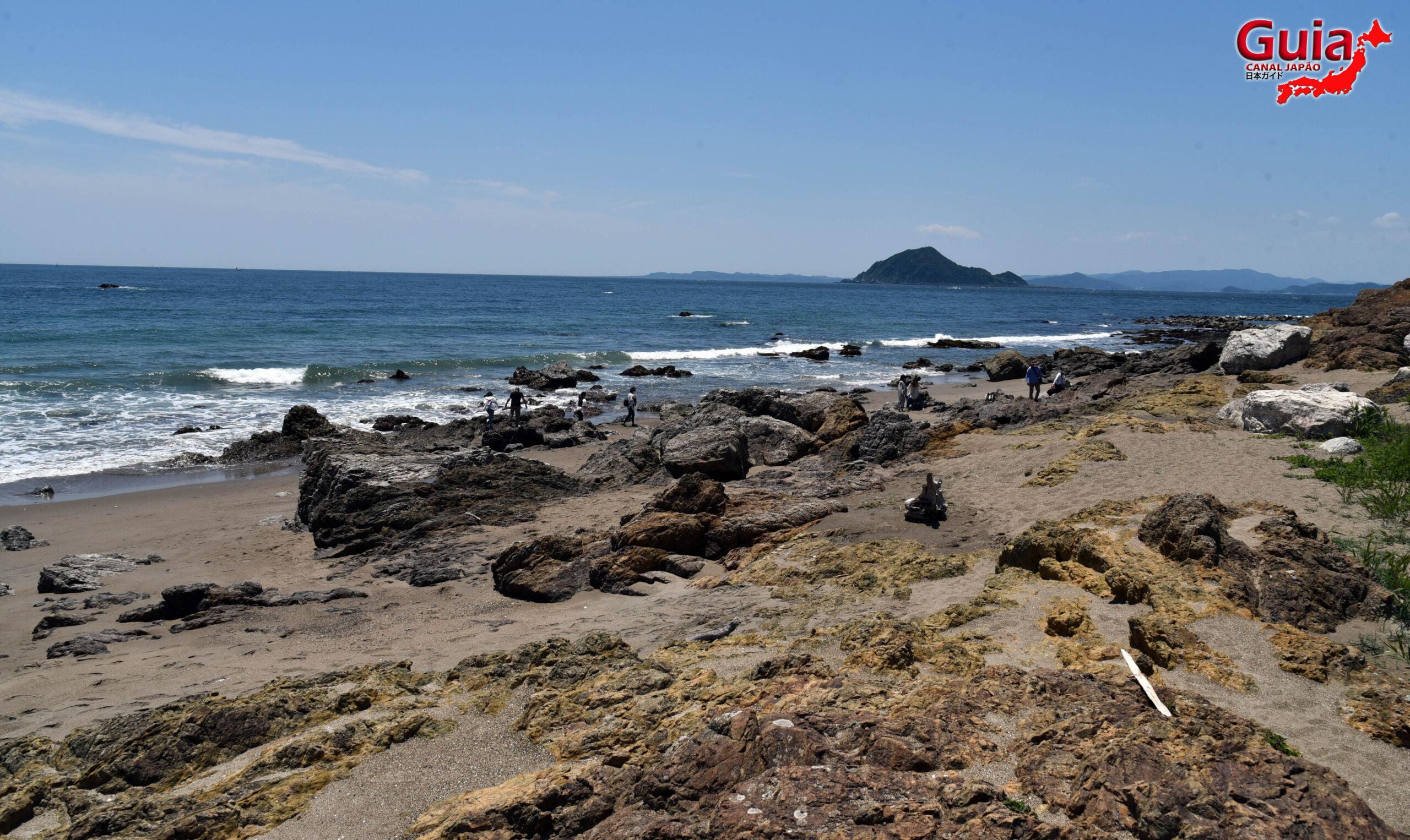 Praia Koijigahama, Farol do cabo Irago, Santuário do Amor e a Pedra de Hiji 4