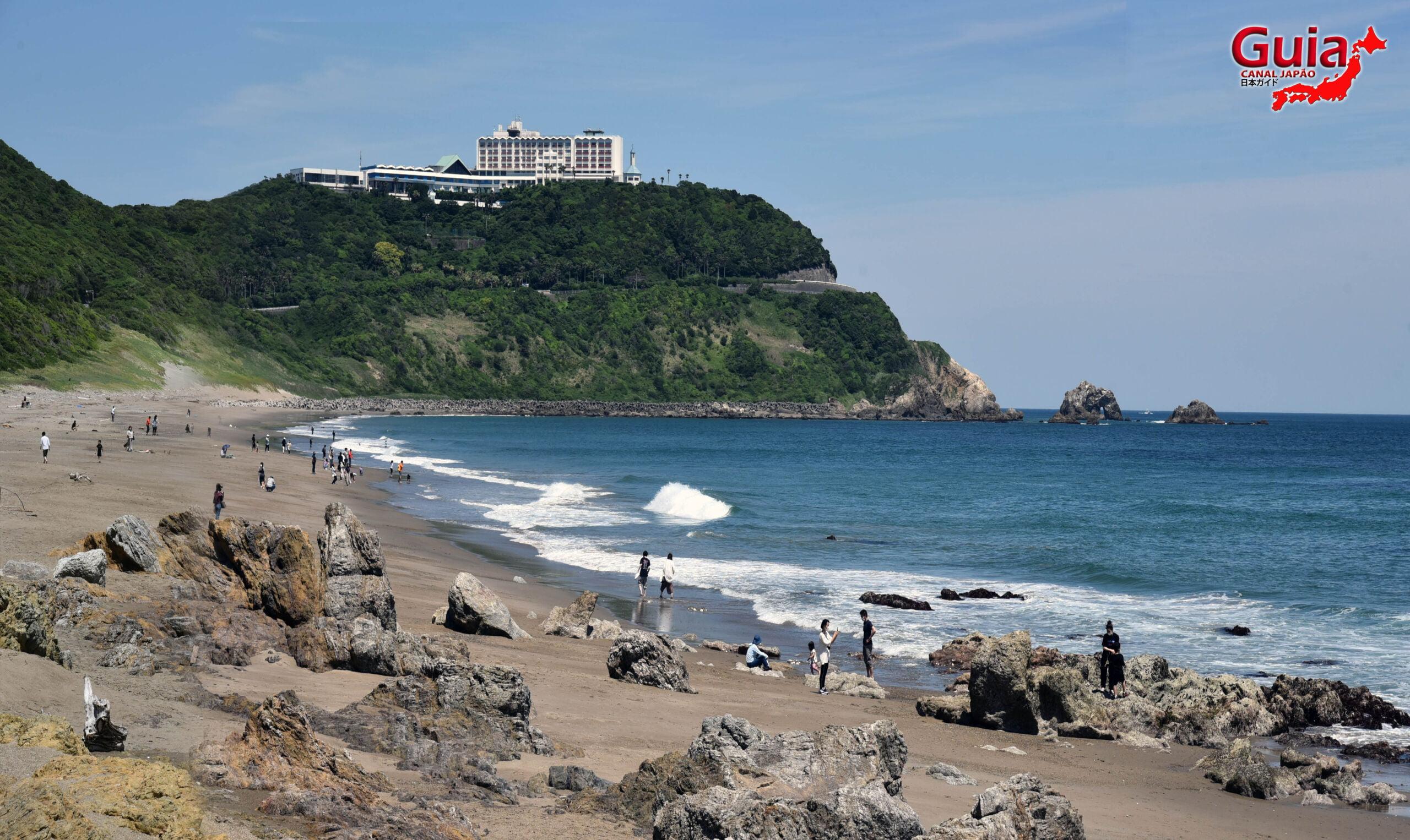 Praia Koijigahama, Farol do cabo Irago, Santuário do Amor e a Pedra de Hiji 5